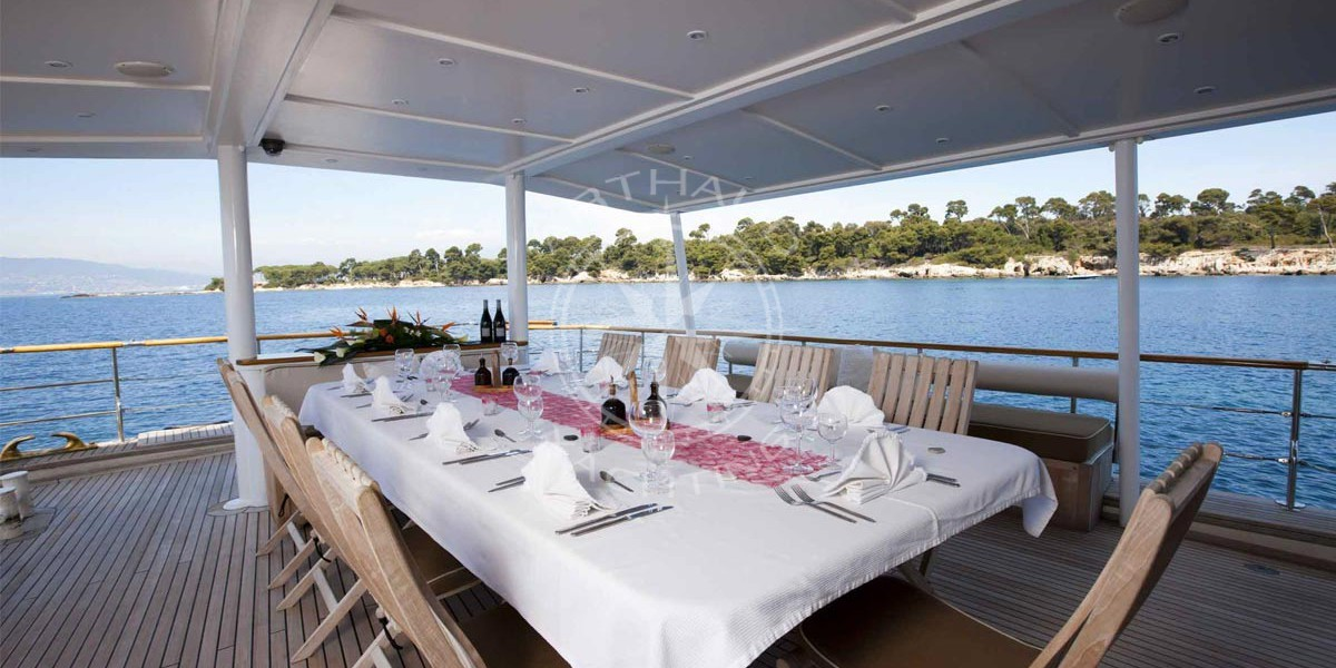 Day yacht charter in Cannes | Arthaud Yachting