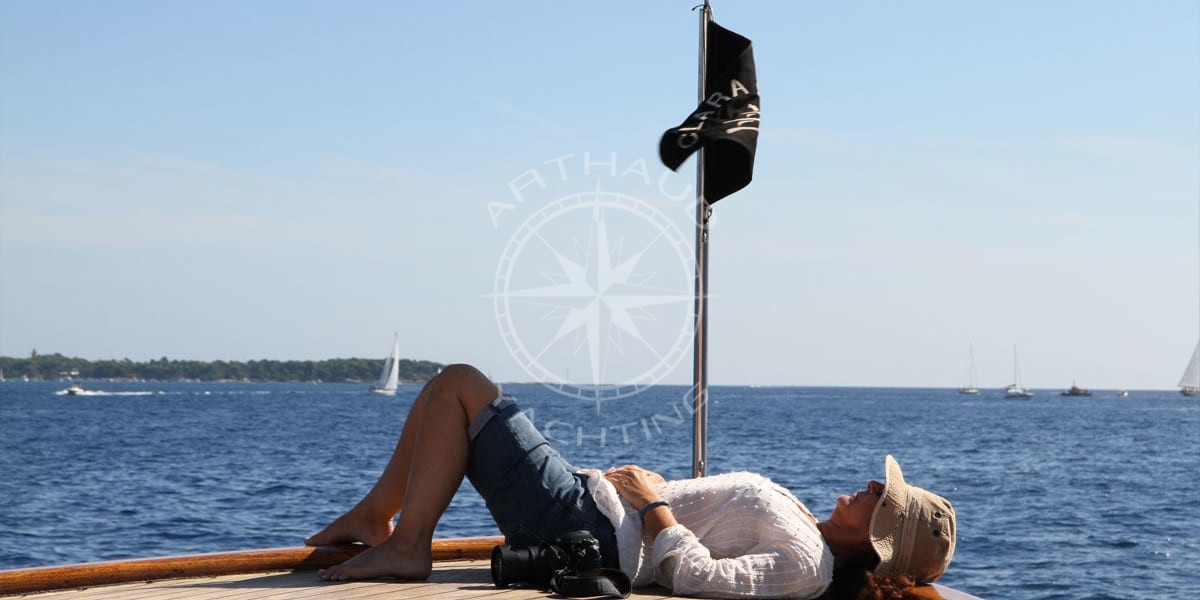 Yacht rental agency in Cannes