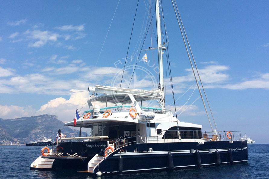 Transfert bateau taxi en catamaran - Arthaud Yachting