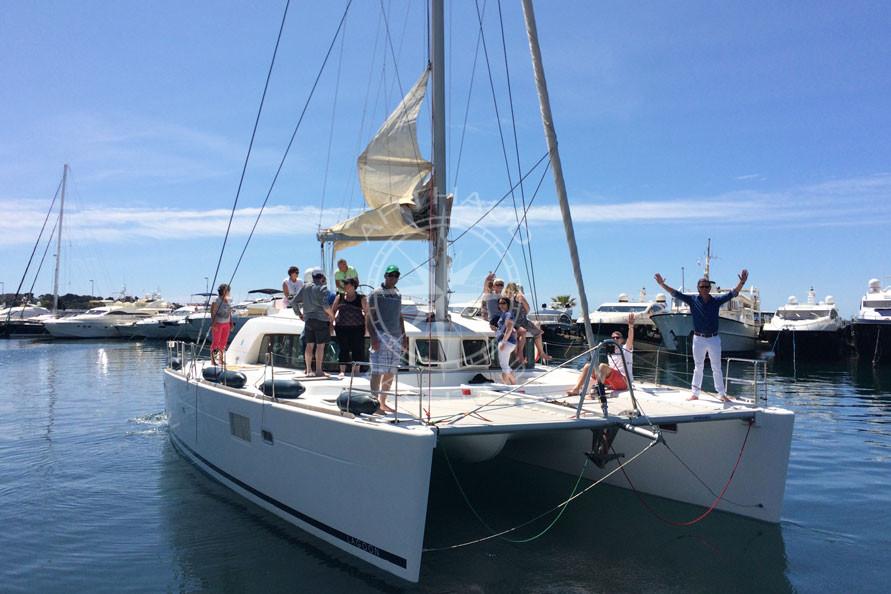 Taxiboat Lagoon 450 depart Juan les Pins - Arthaud Yachting