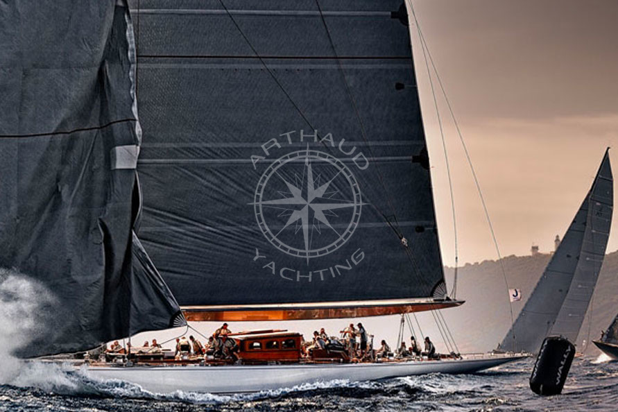 Suivie catamaran Voiles Saint Tropez - Arthaud Yachting