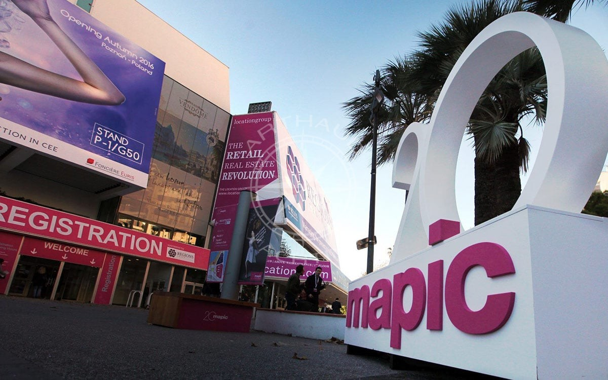 Rent a yacht MAPIC Cannes
