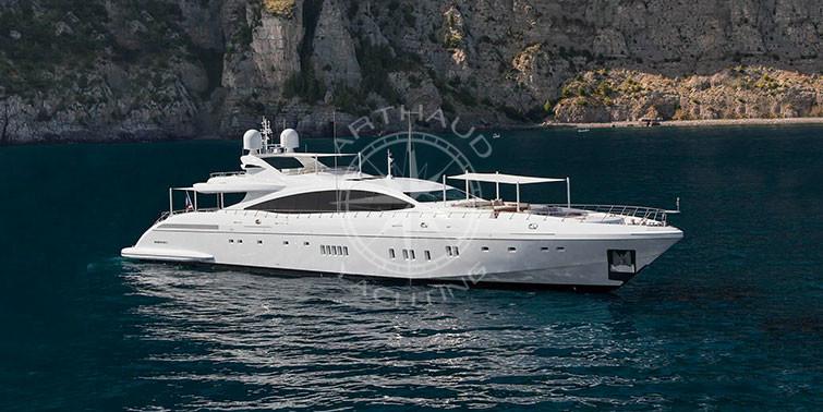 location yacht marseille yacht luxe avec quipage traiteur. Black Bedroom Furniture Sets. Home Design Ideas