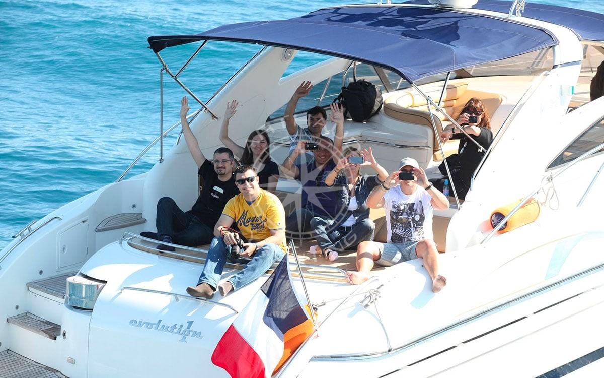 Location d'un yacht pour un anniversaire