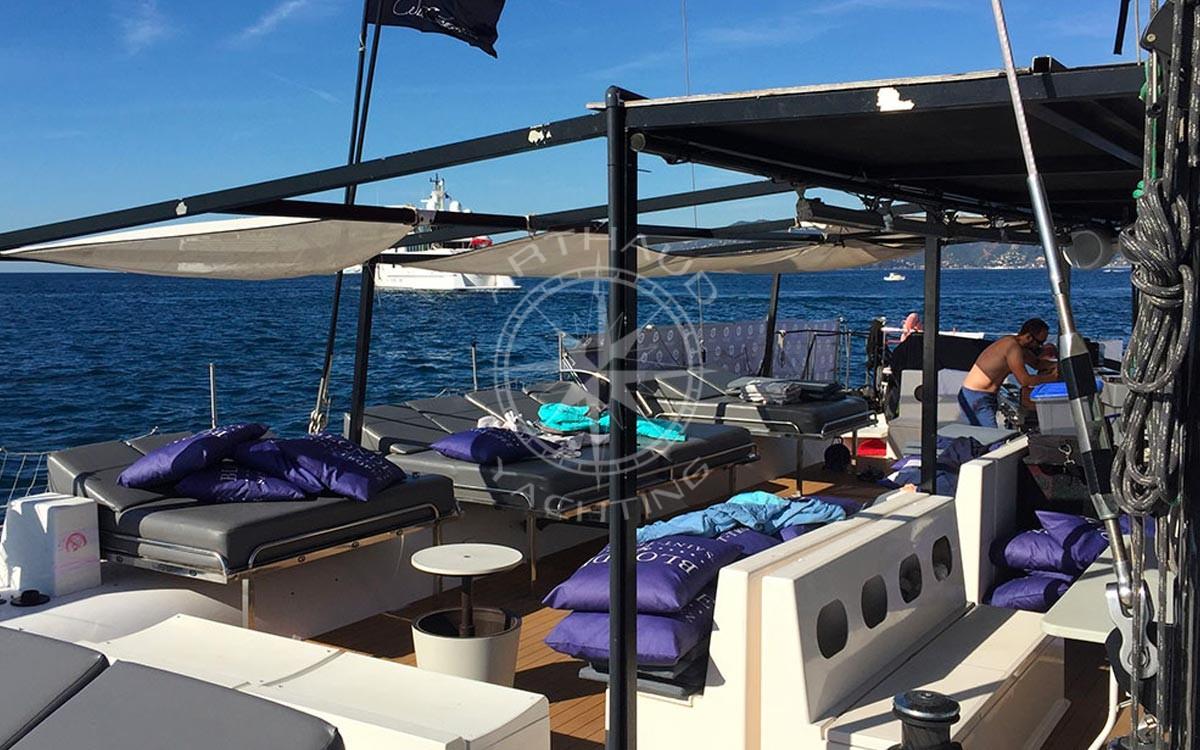 Location d'un catamaran pour une croisière en Méditerranée
